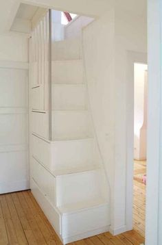 70 Genius Loft Stair for Tiny House Ideas - decorationroom - Zuhause Attic Renovation, Attic Remodel, Design Room, Interior Design, Casa Loft, House Ideas, Attic Stairs, Stairs Window, Garage Attic
