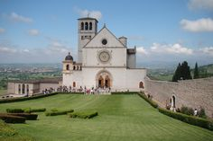 The morning greeted us with bright Sunlight and we were all set to explore the 700 years old medieval village of Italy..