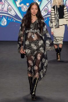 See the complete Anna Sui Spring 2015 Ready-to-Wear collection.