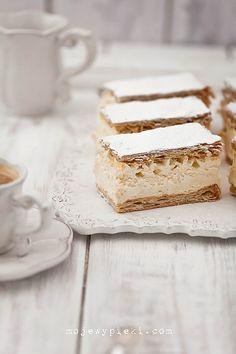 Favorite Cream Cake (in Polish) I need to find a translater. Sweet Recipes, Cake Recipes, Dessert Recipes, Food Cakes, Cupcake Cakes, Cupcakes, Polish Recipes, Macaron, Cream Cake