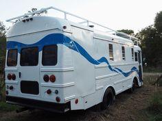 Thomas Tiny Bus House – Page 2 Bus Motorhome, Vintage Motorhome, Rv Bus, Vintage Rv, Vintage Campers, Rv Campers, Camper Van, School Bus Camper, School Bus House