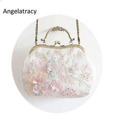 c1a3ef9985 Angelatrace 2018 Nová ručně vyrobená rámová taška Bílá dámská krajka taška  3D květinová kabelka Vynikající elegantní ženská viktoriánská klasická  spojka