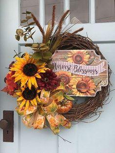 Nice 41 Affordable Diy Halloween Wreaths Design Ideas That Looks Cool. Diy Fall Wreath, Holiday Wreaths, Halloween Wreaths, Diy Halloween, Winter Wreaths, Spring Wreaths, Summer Wreath, Wreath Ideas, Holiday Decor