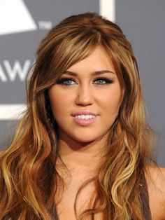 #MileyCyrus looks super pretty with these natural looking and fluffy #falsies Get the look at #ClubLashes! clublashes.com/...