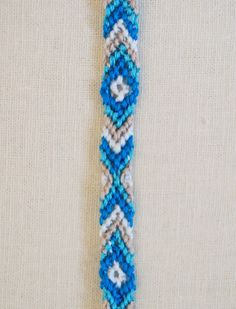 For those of us that can never remember how to start a friendship bracelet! Chevrons and diamonds too.