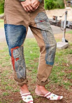 patch up the holes with boro madness! Estilo Hippie Chic, Diy Vetement, Make Do And Mend, Patched Jeans, Recycled Denim, Boro, Refashion, Diy Clothes, Menswear