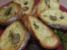 I made some Truffle Oil with Peppercorns and Thyme recipe so what do I do make crusty garlic bread with it! A nice side to a dinner or serve as an appetizer. Black Truffle Oil, Truffle Butter, Truffle Recipe, Recipes With Truffle Oil, White Truffle, Thyme Recipes, Bread Recipes, Yummy Recipes, Recipies