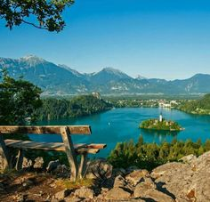 Lake Bled is one of the most popular and picturesque tourist destinations in Slovenia. Beautiful Places To Visit, Cool Places To Visit, Beautiful World, Places To Go, Visit Slovenia, Share Pictures, Klagenfurt, Lake Bled, Destination Voyage