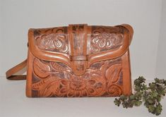 Western Purses, Country Family Photos, Leather Bag, Tooled Leather, Mexican Style, Bag Organization, Vintage Handbags, Hand Tools, Vintage Closet