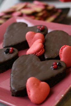 Chocolate & raspberry cake and strawberry macarons  www.facebook.com/martinazuricaldaybilbao