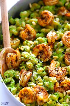 Asparagus-Spinach Pesto Pasta with Blackened Shrimp. Recipe for pasta and asparagus-spinach pesto I Love Food, Good Food, Yummy Food, Tasty, Seafood Dishes, Pasta Dishes, Clean Eating Snacks, Healthy Eating, Healthy Cooking