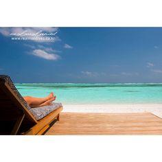 """손이 꽁꽁, 발이 꽁꽁.... 정말 추운 날씨네요 ㅎㅎ 저는 따뜻한 몰디브 사진 보면서, 마인드컨트롤 중입니다~~~ """"나는 안춥다~~ 나는 안춥다~~""""  행복한 금요일 보내세요~~!!  MEERU ISLAND RESORT #몰디브 #열대섬 #휴양지 #일년내내여름 #겨울 #금요일 #곧주말 #리얼몰디브"""