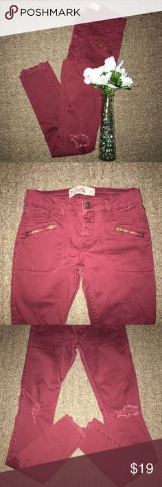 """Hollister; Distressed Maroon Super Skinny Jeans -From the brand Hollister. -Size 00. •Length: 35 1/2"""" •Waist: 24"""" •Inseam: 27 1/2"""" -Super skinny jeans. -Front & back pockets. -Distressed at both knees. -Butt flattering material. -No flaws! Hollister Jeans Skinny"""