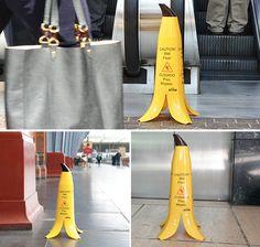 Muito mais eficaz – sinalizaçao de chao molhado em forma de casca de banana - Blue Bus