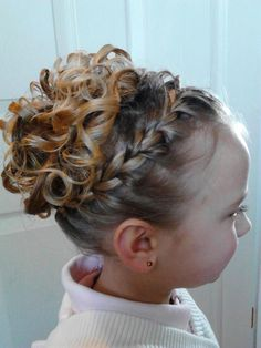 Simple wrap around braid, with the middle all curled and pinned up. Simple wrap around . Kids Updo Hairstyles, Wedding Hairstyles For Girls, Flower Girl Hairstyles, Little Girl Hairstyles, Little Girl Updo, Hairstyles Pictures, Pageant Hair Updo, Pagent Hair, Flower Girl Updo