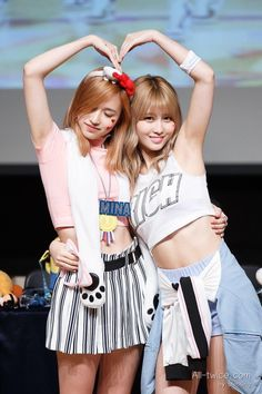 Mina x Momo