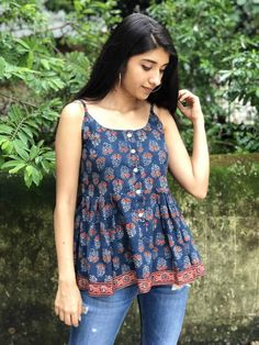 Pair it with narrow bottoms and there's your perfect work wear look. Short Kurti Designs, Simple Kurti Designs, Kurta Designs Women, Blouse Designs, Cotton Tops For Jeans, Kurti Designs Party Wear, Dress Indian Style, Collor, Indian Designer Outfits