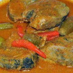Resep Gulai Ikan Tongkol Cabe Rawit Curry Recipes, Fish Recipes, Asian Recipes, Ethnic Recipes, Padang, Indonesian Food, Pot Roast, Seafood, Food And Drink