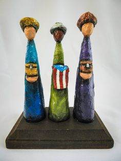 Love at first sight! Amo l@s artsen@s de mi isla. Three Wise Man with a Puerto Rican Flag by ArtesaniasCalichi, $55.00