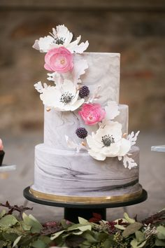 gray and pink marbled wedding cake - romantic berry wedding inspiration