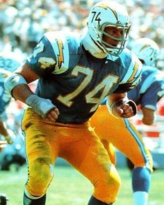 San Diego Chargers - Ron Mix - Inducted to Pro Football Hall of Fame in 1979 - Played for Chargers 1960 to 1969 Nfl Hall Of Fame, Football Hall Of Fame, College Football, Los Angeles San Diego, American Football League, Nfl Football Players, San Diego Chargers, Vintage Football, Sports Photos