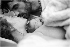 La meraviglia della nascita: gli scatti vincitori dell'Image of the Year Competition