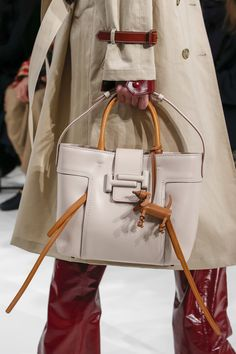 Bag details at Tod s Fall 2018. Milan Fashion Week. Borse Hermes 7a7023c36cc