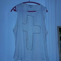 Muscle tee Cut out muscle tee from F21 Plus. Has some signs of wear but in great condition. Looks great over a swimsuit. Fits true to size. Forever 21 Tops Tank Tops