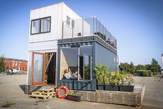 Container House - Shipping container homes utilize the leftover steel boxes used in oversea transportation. Check out the best design ideas here. Who Else Wants Simple Step-By-Step Plans To Design And Build A Container Home From Scratch? Container Home Designs, Storage Container Homes, Building A Container Home, Container Buildings, Container Architecture, Container House Plans, Shipping Container Homes, Shipping Containers, Architecture Design