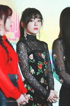 Find images and videos about kpop, red velvet and irene on We Heart It - the app to get lost in what you love. Seulgi, Red Velvet アイリーン, Red Velvet Irene, Kpop Girl Groups, Kpop Girls, Korean Girl, Asian Girl, Korean Ootd, Velvet Fashion