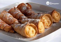 En Galicia no pueden faltar en cualquier celebración, y en Carnaval son un clásico. Cañas fritas rellenas de crema http://www.recetasderechupete.com/canas-fritas-rellenas-de-crema/18513/
