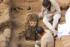 Peru: Wood sculptures and other relics found at ancient Chan Chan | Noticias | Agencia Andina