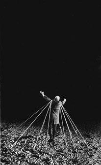 Gilbert Garcin 75 L'envol -Taking wing 1998 Gilbert Garcin, Photomontage, Malbec, Marionette, Artistic Installation, Dark Photography, Magritte, Short Film, Contemporary Art