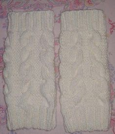 MIMOS DA MILTINHA...: Polaina em trico Boot Cuffs, Boot Socks, Knitting Patterns Free, Free Knitting, Crochet Leg Warmers, Crochet Cable, Winter Outfits, Winter Clothes, Hair Hacks