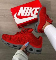 Nike tennis shoes are so fly! Red Nike Shoes, Kicks Shoes, Shoes Jordans, Air Jordans, Air Max Sneakers, Sneakers Style, Adidas Sneakers, Cute Shoes, Me Too Shoes