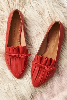 I need some new, cute, stylish flats! I need some new, cute, stylish flats! Cute Shoes Heels, Pretty Shoes, Red Shoes, Sock Shoes, Beautiful Shoes, Pump Shoes, Me Too Shoes, Shoe Boots, Shoes Sandals
