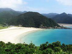 日本にこんな楽園があったなんて!世界遺産を目指す「五島列島」が美しすぎる Heart Place, Western Coast, Kyushu, Nagasaki, Beautiful Scenery, Okinawa, River, Beach, Places