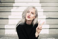 Agnes Hedengård is the model with a BMI of (medically underweight) who called out the fashion industry that considered her too big to work. Bright Blue Hair, Dark Green Hair, White Hair, Coloured Hair, Silver Hair, Cut And Style, Fett, Cute Hairstyles, Mannequin