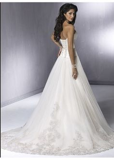 Exquisite Elegant Embroider Wedding Dress with Detachable Sleeves In Great Handwork