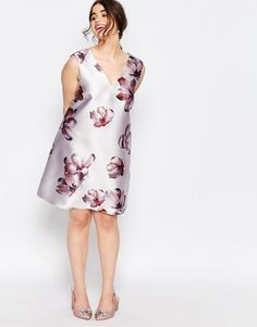 Buy Truly You Over Scale Floral Print Shift at ASOS. With free delivery and return options (Ts&Cs apply), online shopping has never been so easy. Get the latest trends with ASOS now. 15 Dresses, Evening Dresses, Fashion Dresses, Fashion Styles, Style Fashion, Plus Size Summer Dresses, Plus Size Outfits, Mode Kimono, Asos