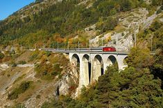 SBB IC TRAIN IN BLS LÖTSCHBERG SÜDRAMPE LUOGELKIN VIADUKT BY HOHTENN, SWITZERLAND 2006