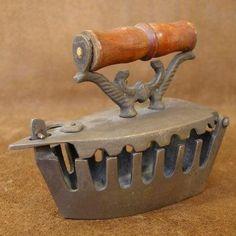 Unique Vintage Century Old American Coal Iron Replica Home Decor Antique Iron, Vintage Iron, Antique Items, Unique Vintage, Vintage Items, Vintage Laundry, Vintage Kitchen, Vintage Sewing Notions, Vintage Appliances