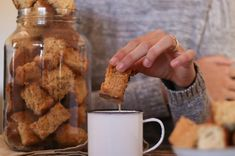Karringmelkbeskuit  Moerkoffie en beskuit is ons oggendkos.  Hierdie karringmelkbeskuit is die lekkerste in ons geweste Recipe Cards, Recipies, Food, Nostalgia, Recipes, Essen, Meals, Yemek, Eten
