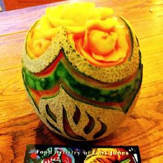 A gorgeous cantaloupe carving by Carl Jones Vegetable Decoration, Food Artists, Food Carving, Watermelon Fruit, Mango, Fruit Art, Culinary Arts, Fruits And Vegetables, Sculpture