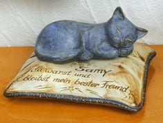 """Gedenk-Kissen mit Katze """"Samy"""" - Eine bleibende Erinnerung an einen treuen Wegbegleiter. Beschriften Sie das Kissen mit einer persönlichen Widmung oder einem letzten Gruß und dem Namen der Katze. Geeignet als Gedenkstein auf dem Tierfriedhof oder für Terrasse und Garten."""