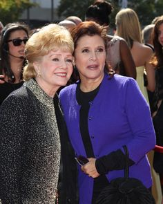 Carrie Fisher Photos - Debbie Reynolds (L) and Carrie Fisher attends the 2011 Primetime Creative Arts Emmy Awards at Nokia Theatre on September 10, 2011 in Los Angeles, California. - 2011 Primetime Creative Arts Emmy Awards - Arrivals
