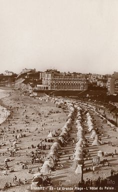 Postcard of Biarritz showing the Villa Eugenie/Hotel du Palais, now a tourist resort Air France, Hotels And Resorts, Best Hotels, Luxury Hotels, Surf Biarritz, Hotel Du Palais, Vintage Beach Photos, Book A Hotel Room, Hotel Packages