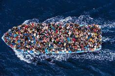Lanchon de refugiados , en busqueda de la tierra prometida . . . @swami1951