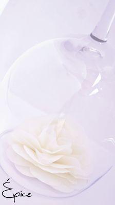 Kwiat pod kieliszkiem / Glass deco