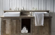 Vanity wood rustic bathroom sink bathroom set up riviera maison Rustic Bookcase, Shabby, Palette, Vanity Sink, Vanity Units, Master Bathroom, Bathroom Sinks, Decoration, Sweet Home